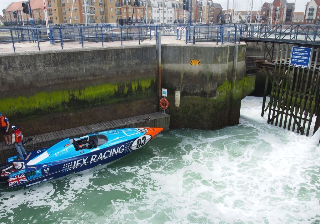 Power boat in Eastbourne Lock